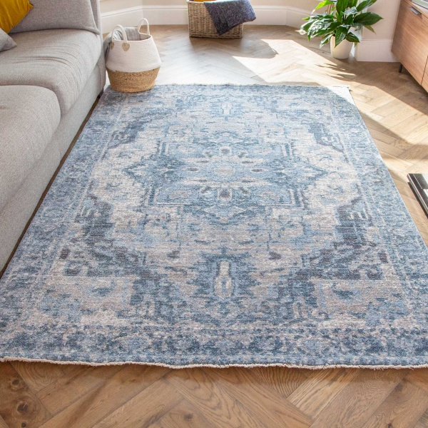 Soft Light Blue Grey Traditional Bordered Rug - Mystic